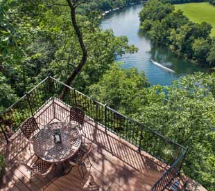 Lower bluff-side patio seating area overlooking Lake Taneycomo views.