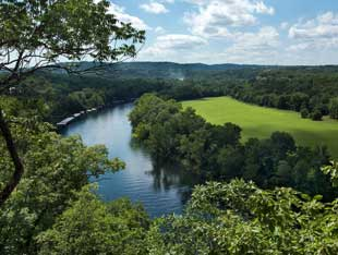 Scenic overlook of lake Taneycomo and the Ozarks
